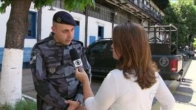 Comandante da PM afirma que artefatos usados pela polícia não têm efeito pirotécnico - Na tarde desta sexta-feira (7), a Polícia Militar e a Polícia Civil do Rio se manifestaram sobre o ataque ao cinegrafista durante protesto.