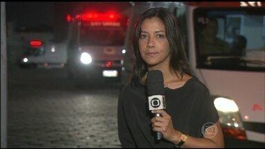 Fotógrafo garante que rapaz disparou artefato que atingiu cinegrafista - O cinegrafista Santiago Andrade, ferido por um rojão durante as manifestações da última quinta-feira (6), continua internado em estado grave no Hospital Souza Aguiar, no centro do Rio de Janeiro.