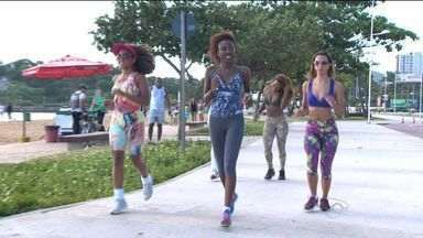 Candidatas do 'Garota do Samba' se preparam para a competição no ES - Os preparativos incluem também uma boa praia para manter o bronzeado