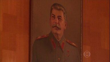 Casa de Josef Stalin é museu em Sochi - Um fantasma político assombra a sede dos Jogos Olímpicos de Sochi, na Rússia: o do genocida Josef Stalin. É possível ver objetos do ex-ditador, como um telefone, balas e um casaco.