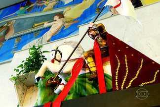 Conheça o enredo da escola de samba Acadêmicos do Tatuapé - A escola faz homenagem a São Jorge, o soldado romano que virou santo. Os carros alegóricos e mais de três mil foliões tratam da veneração ao santo. O SPTV apresenta o enredo das escolas de samba do grupo especial de São Paulo. São 14 reportagens.