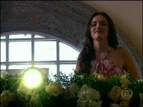 Caras & Bocas - Capítulo de quinta-feira, dia 20/02/2014, na íntegra - Bianca interrompe o casamento e apresenta imagens de Laís aos beijos com Nicholas