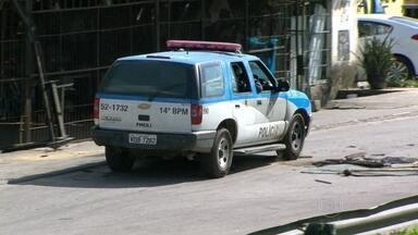 Polícia Civil investiga morte de rapaz na Vila Kennedy - A Polícia Civil investiga a morte de um rapaz de dezoito anos que morreu após ser baleado perto da Vila Kennedy, na Zona Oeste do Rio, na madrugada de domingo (23).