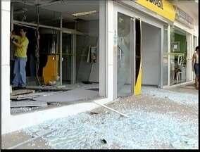 Bandidos explodem caixa eletrônico em Dionísio - Com a explosão, bandidos conseguiram acesso ao dinheiro.