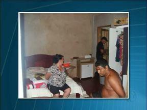 Casal de traficantes é preso depois denúncia anônima - Marido e mulher, donos de um bar no Porto Meira, tinham mais de 340 buchas de cocaína. Eles foram presos e encaminhados à cadeia pública.