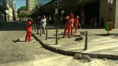 Após fim de semana de blocos, Rio de Janeiro amanhece limpo - Os foliões estavam mais conscientes e a fiscalização estava de olho aberto. Ainda assim, 116 pessoas foram detidas por urinar na rua.