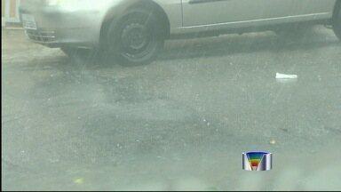 Chuva de granizo atinge Taubaté, SP - Uma forte chuva de granizo atingiu bairros de Taubaté (SP) na tarde desta segunda-feira.
