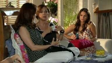 Em Família - Capítulo de quinta-feira, dia 27/02/2014, na íntegra - Luiza afirma a Helena que vai ao enterro de Itamar