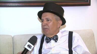Escritor e folião Marcos Davi fala sobre as histórias de carnaval - Ele escreveu um livro de carnaval de pessoas que, assim como ele, amam a festa de momo.