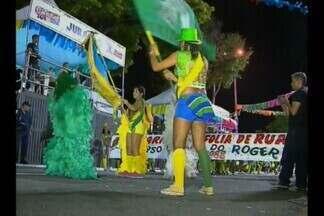 Carnaval tradição anima foliões em João Pessoa - Na avenida, destaque para os desfile das Batucadas e Ala Ursas. As arquibancadas da Duarte da Silveira ficaram lotadas.