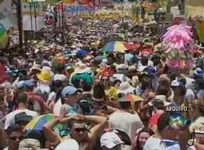 Carnaval foi trazido para o Brasil em 1808 como um evento da realeza - População começou a imitar os nobres, dando início às festas de rua.