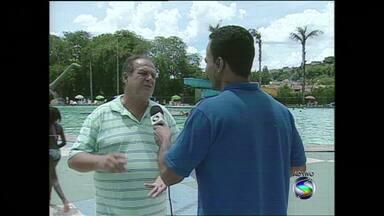 Parque aquático de Volta Redonda, RJ, registra aumento no número de frequentadores - Trata-se de um bom programa para os dias de calor; local possui mais de 11 mil m² de área para lazer.