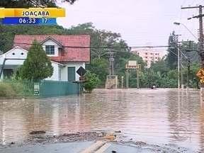 Chuva forte provoca alagamentos em Joinville e no Vale do Itajaí - Chuva forte provoca alagamentos em Joinville e no Vale do Itajaí