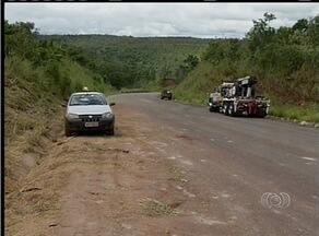 Carga de soja não foi retirada de rodovia após tombamento de caminhão - Carga de soja não foi retirada de rodovia após tombamento de caminhão