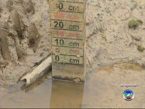 Racionamento de água em Itu já dura um mês - Os moradores de Itu (SP) convivem com o racionamento de água já há um mês. A quantidade de chuva dos últimos dias não foi suficiente para regularizar o abastecimento, já que choveu pouco mais de 30% do esperado para essa época do ano.