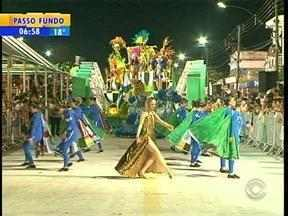 Noite de terça-feira foi de folia pelo interior do RS - Várias cidades curtiram a última noite do carnaval com desfiles de blocos e escolas de samba.