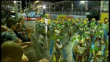 Desfile das escolas do grupo especial só termina na madrugada - A União da Vila Planalto foi a primeira a pisar na passarela da alegria na noite da última terça-feira (4), em Brasília.