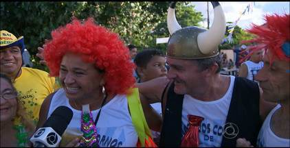 Foliões aproveitaram o carnaval até o último dia em João Pessoa - Ao som de muito frevo, muitos pessoensses preferiram aproveitar os blocos nos bairros.