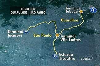 Base móvel é instalada em Guarulhos para tirar dúvidas sobre corredor metropolitano - As pessoas podem perguntar de tudo: desde as interdições provocadas pelas obras até o trajeto que os ônibus vão fazer quando a obra estiver pronta. Corredor ligará Guarulhos a São Paulo.