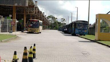 Ônibus são depredados e motorista fica ferido em confusão na Barra do Jucu, ES - Empresa responsável pelos coletivos disse que vai avaliar as imagens das câmeras de segurança.