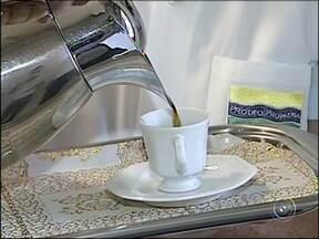Saiba o que é mito e o que é verdade em relação aos alimentos - Tomar café demais faz mal? E manga com leite? Mito ou verdade? É, muita gente não se arrisca e segue os conselhos das avós.