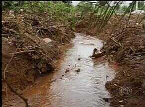 Lixo e entulhos provocaram o alagamento do setor Belo Vale, em Palmas - Lixo e entulhos provocaram o alagamento do setor Belo Vale, em Palmas