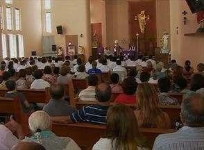 Em Caruaru, igrejas têm missas especiais nesta Quarta-feira de Cinzas (5) - Celebrações marcam início da Quaresma e da Campanha da Fraternidade. Período representa jejum e arrependimento para fiéis da Igreja Católica.