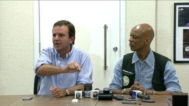 Eduardo Paes anuncia cancelamento de demissões de garis - Na noite de quarta-feira (5), o prefeito Eduardo Paes anunciou o cancelamento das demissões, caso os garis que estão em greve voltem a trabalhar.