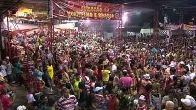 Viradouro volta para a elite do samba carioca - A escola de Niterói foi a campeã da série A. Componentes e torcedores passaram a noite comemorando o título. Em 2014, a agremiação levou para a avenida a história da cidade de Niterói.