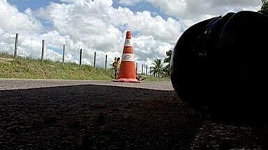 Jovem morre em acidente ao voltar de carnaval no Norte do ES - Motociclista de 19 anos bateu de frente em caminhão, na ES-130.Ele voltava de Conceição da Barra e seguia para Montanha.