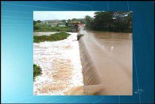 Barragem do Rio Salgado transborda após chuvas na Região do Cariri - Reservatório fica localizado na cidade de Lavras da Mangabeira.