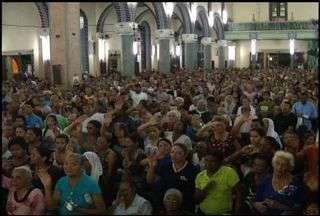 Missa da quarta-feira de cinzas leva milhares de fiéis às igrejas católicas do Cariri - Data marca os quarenta dias que antecedem a Páscoa.