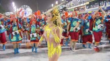 Macacão de tule é aprovado por mulheres na Sapucaí - Atriz Monique Alfradique, destaque da Grande Rio, usou um macacão de tule, um tecido bem fininho, quase transparente.