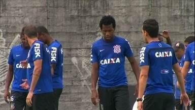 Após dez anos, Corinthians precisa novamente da ajuda de rival no Paulistão - Em 2004, o Timão só não caiu para a segunda divisão porque o São Paulo venceu o Juventus