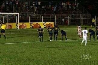 Goianésia empata com Barueri na Copa do Brasil - Azulão sai na frente, mas permite a virada e busca igualdade com Nonato.