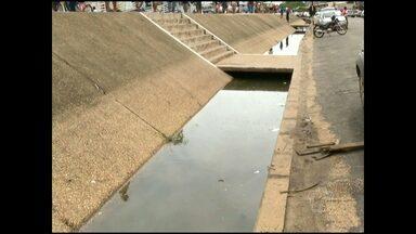 Cheia do rio começa a causar pontos de alagamento na avenida Tapajós - Caso nível do rio continue subindo, haverá necessidade de instalar bombas de sucção.