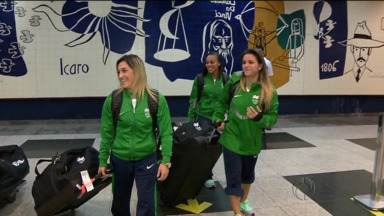 Ginastas campeãs são recepcionadas por jovens fãs - Jade Barbosa e Daniele Hypólito voltam dos Jogos Sul-Americanos e ganham recepção surpresa das pupilas da equipe de ginástica