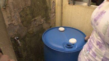 Moradores de Campinas de Pirajá sofrem com a falta de água - Segundo quem mora no local, o problema é antigo e piora durante o verão.