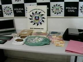 Duas pessoas são presas por tráfico de drogas em Rio Grande, RS - Dupla portava dois quilos de maconha, 1,6 quilos de cocaína e 1,6 quilos de crack.