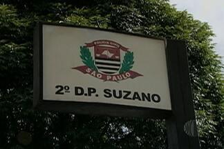 Polícia prende três homens suspeitos de tráfico de drogas em Suzano - Segundo a polícia, um deles confessou que ajudou a incendiar veículos no mês passado, na época dos ataques no Miguel Badra Baixo.