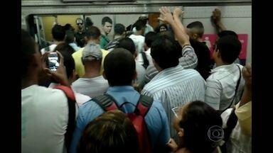 Passageiros do Metrô Rio enfrentam tarde de transtornos - O problema em uma subestação de energia perdo da Cidade Nova causou alguns problemas. Na estação Central do Brasil, houve muita confusão para conseguir embarcar.