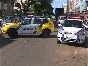Policial de folga mata um homem suspeito de assaltar paraguaio - O PM estava fazendo compras quando a vítima apareceu correndo dentro da loja na região da Vila Portes em Foz