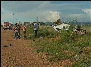 Jovem morre e quatro pessoas ficam feridas em acidente na TO-050, em Palmas - Jovem morre e quatro pessoas ficam feridas em acidente na TO-050, em Palmas