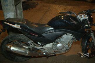 Dois homens foram presos com uma moto roubada em São Luís - Depois de uma perseguição policial, dois homens foram presos com uma moto roubada em São Luís.