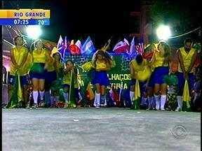 Pela primeira vez, Santa Cruz do Sul, RS, recebe o carnaval regional - Além dos integrantes das escolas de samba de Santa Cruz do Sul, RS, a cidade recebe escolas de outros quatro municípios.