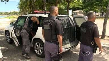 Jovem é detida com R$ 32 mil em praça e PM suspeita de tráfico no ES - Houve tiro na Praça dos Namorados e três presos, nesta quinta-feira (13).Detidos disseram que dinheiro era para comprar um carro e foram soltos.