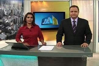 Confira os destaques do Jornal Anhanguera - Três homens, dois deles vestidos com fardas da Polícia Militar, roubaram uma casa de um condomínio fechado do Setor Santo Antônio, em Goiânia, na madrugada de quinta-feira (13).