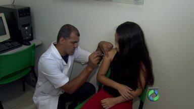 Quase três mil meninas já tomaram a vacina contra o HPV em Londrina - A cidade recebeu 4.900 doses e pode faltar vacinas em alguns postos na próxima semana.