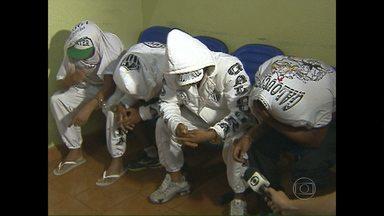Quatro torcedores do galo presos por porte de dorga, continuam deitdos no Paraguai - Quatro torcedores do galo presos por porte de dorga, continuam deitdos no Paraguai