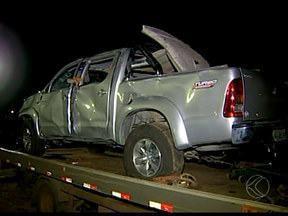 PM de Uberaba recupera carros em suposta casa de desmanche - Militares chegaram ao Bairro Jardim Maracanã através de denúncia. Suspeito não foi encontrado e material foi levado para pátio do Detran.